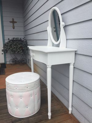Vanity and chair for Sale in Vancouver, WA
