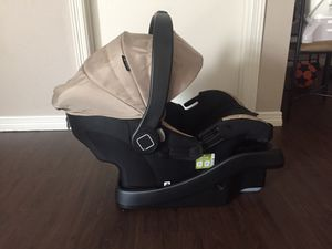 Infant car seat and base for Sale in Mineola, TX