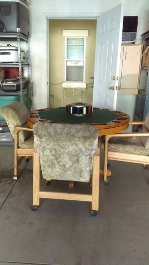 Round kitchen table for Sale in Highland, CA