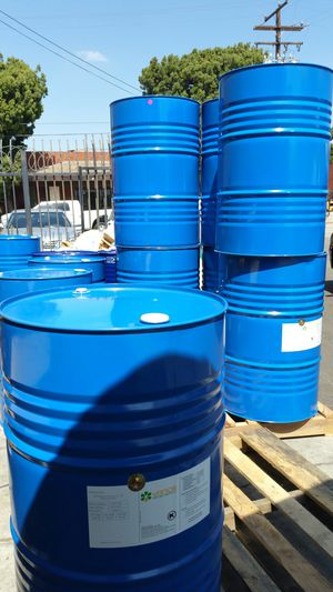 Mint condition food grade 55 gallon metal drums $15 each no chemical for Sale in Rosemead, CA
