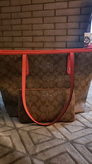 Coach purse and wallet for Sale in Yuma, AZ