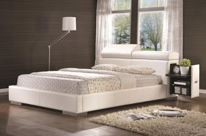 Beatiful bed set queen size with foam mattres included for Sale in Miami, FL