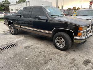 96 Chevy Silverado z71 4x4 for Sale in Hollywood, FL