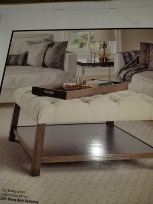 New Tufted coffe table with serving tray for Sale in Centreville, VA