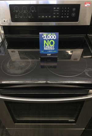 Stainless electric stove for Sale in Mount Clemens, MI