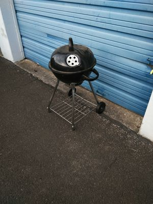 Barely used Charcoal Grill BBQ for Sale in Portland, OR