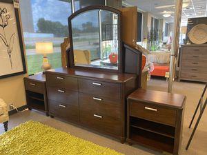 5 Pc queen Beaumont Queen bedroom set for Sale in Baton Rouge, LA