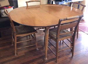 Dining table / kitchen table with 4 chairs. 5-7 feet long for Sale in Hillsboro, OR