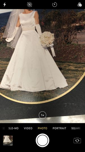Professionally Preserved all veil gloves shoes, Elegant White wedding dress for Sale in Weymouth, MA