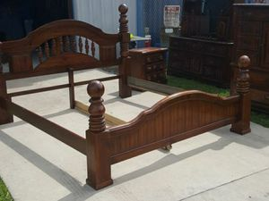 King size bed and dresser for Sale in Haines City, FL