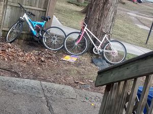 2 mountain bikes $15 each for Sale in Columbus, OH