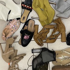 LARGE BOX OF SHOES USED AND GOOD CONDITION for Sale in Philadelphia, PA