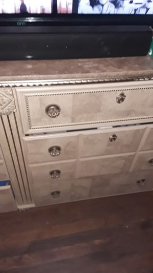 King size bedroom set for Sale in Macon, GA