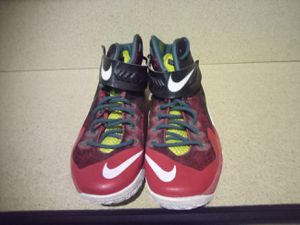 Mens Nike red and black size 9 1/2m for Sale in Hershey, PA