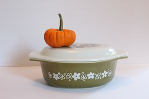 Crazy Daisy Pyrex with Lid for Sale in Oak Park, IL