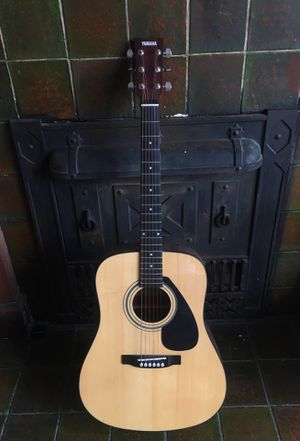 Yamaha Acoustic Guitar F3HC with case for Sale in Detroit, MI