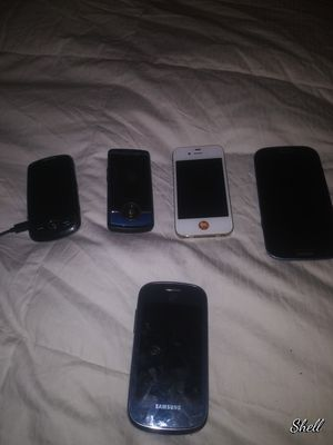 Older Samsung phones and iPhone for Sale in Fresno, CA
