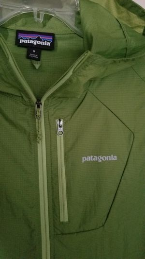 PATAGONIA MENS HOUDINI LIGHTWEIGHT WINDBREAKER JACKET folios green full zip. for Sale in Tacoma, WA