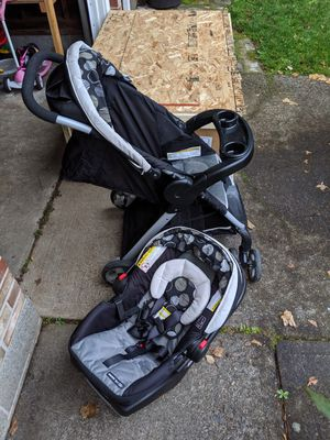 Graco snug ride stroller and carseat travel system (carseat never used!) for Sale in Vancouver, WA