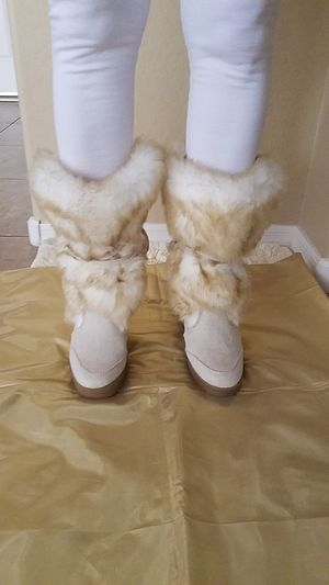 BEAUTIFUL FAUX BOOTS FUR SZ.8 for Sale in Peoria, AZ
