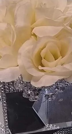 Ivory Mirror Rose Box for Sale in Peoria,  IL