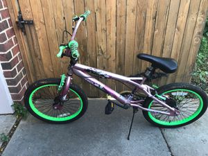 Girl pink and green bike for Sale in Amarillo, TX