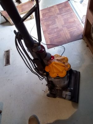 I have a great working DYSON DC33 multi floor upright vacuum with all attachmens in good shape n a new filter,,,225$$$ for Sale in Atascosa, TX