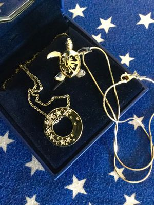 Lovely Swarovski Crystal necklace - Round pendant with crystal stars on both side . 🌟🌟🌟 With jewelry box new necklace for Sale in Lincolnia, VA