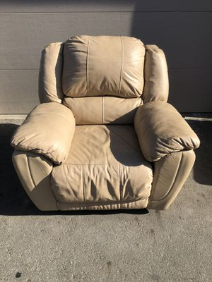 Recliner Chair for Sale in Moreno Valley, CA
