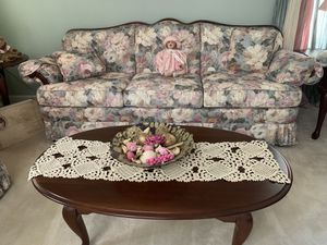 Colonial style living room set – excellent condition, like new for Sale in Philadelphia, PA
