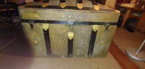 Antique steamer trunk for Sale in Broadview Heights, OH