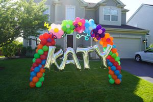 Flower Balloon Arch in the yard for Sale in Naperville, IL