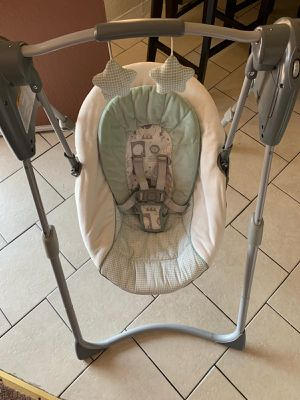 Baby swing like new for Sale in Los Angeles, CA