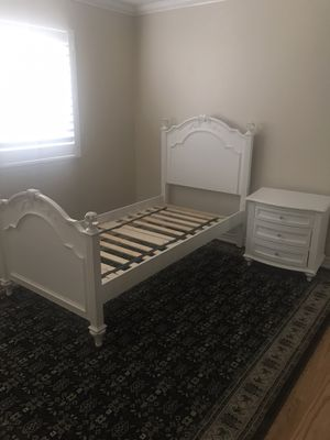 Twin bed frame and nightstand for Sale in Alta Loma, CA