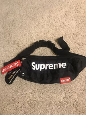 NWT Supreme fannypack for Sale in Tacoma, WA