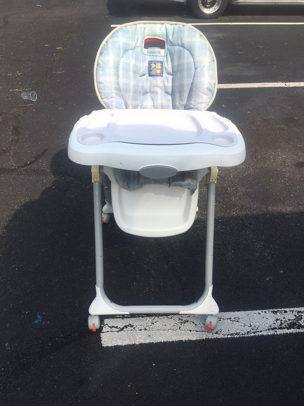 High chair w two removable trays