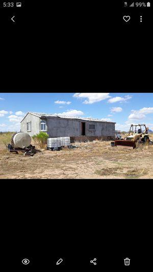 Vendo un terreno de 5 acres con traila con fosa septica con todo lo que ay en el terreno no tiene luz ni agua esta en Wittman az $ 38.000 for Sale in Phoenix, AZ