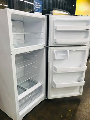 28inch Hotpoint white refrigerator with warranty🎄want a Discount ask💸 for Sale in Pico Rivera, CA