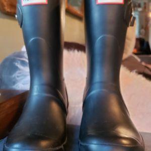 HUNTER boots Black Women's Size 7 Kids Size 5 for Sale in Seattle, WA