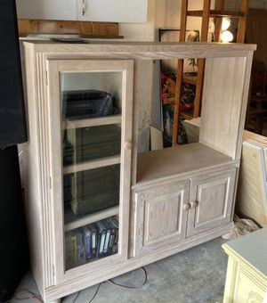 Entertainment Center - FREE- #BryceLeVanCushingLiquidator for Sale in Miami, FL