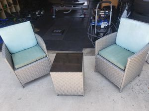 Out door patio chairs and table for Sale in Chula Vista, CA