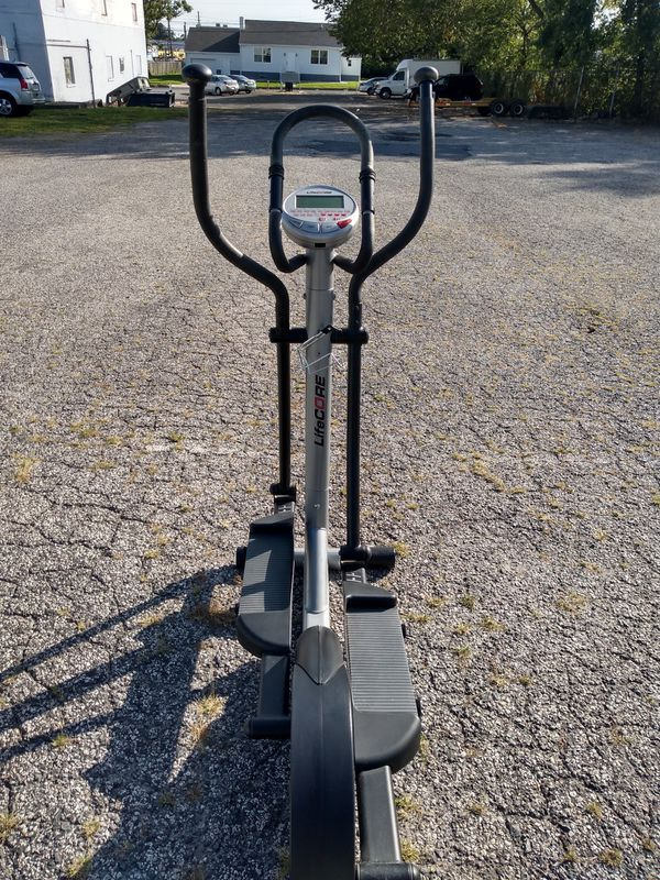 Professional commercial grade high performance lifecore fitness elliptical new excellent condition includes instruction manual pick up or delivery