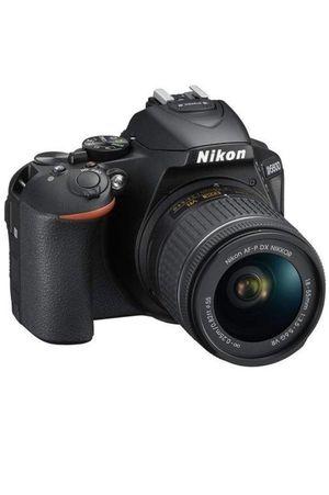 D5600 DX-Format Digital SLR w/AF-P DX NIKKOR 18-55mm f/3.5-5.6G VR for Sale in Miami, FL