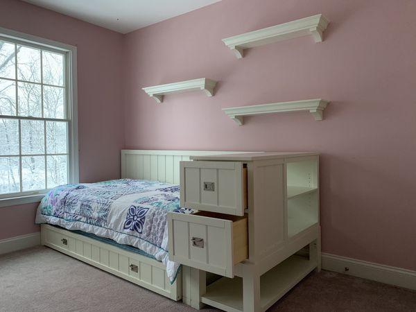 Beautiful 5+ piece child's white bedroom set