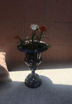 Metal flower pot for Sale in Lynwood, CA