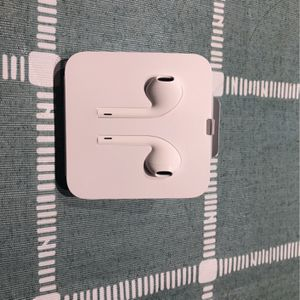 Apple earpods for Sale in Arlington, VA