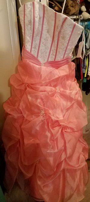 SELLING MY QUINCEANERA DRESS for Sale in Annandale, VA