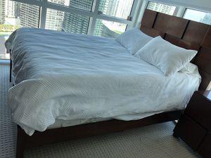 5-piece Queen bedroom set for Sale in Miami, FL
