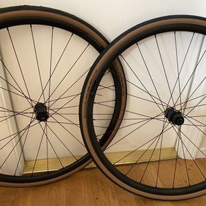 New Syncros RP 2.0 Wheels with Tires for Sale in San Diego, CA