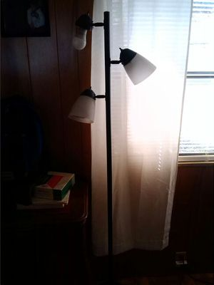 Tall floor lamp for Sale in New Port Richey, FL